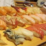 15050936 - 赤貝、ほっき貝、ほたて、甘えび、炙りサーモン、炙りトロ、中トロ、さざえ