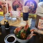 味の匠 大名庵 - カウンター席で特製タレと海鮮丼