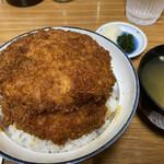 安田屋 - わらじかつ丼 2枚入り 1,100円