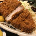 とんかつとん平 - 料理写真:ロースかつ定食(UP)