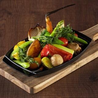 野菜のおいしさを堪能できる季節野菜のグリル盛り合わせ