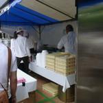 ラーメン専門店 徳川町 如水 - 行列をドンドン捌いて大忙し。