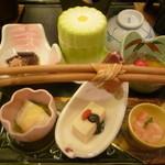 ホテル亀屋 - 旬菜種盛り合わせ・紫わらびの香り和え・ズワイ蟹とじゅんさい冷静