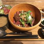 FUN SPACE DINER - ローストビーフ丼
