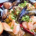 Patisserie &Restaurant Amour - 魚介のアヒージョ