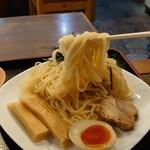 150529609 - ●アサリ潮つけ麺 950円 の麺リフト