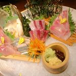 15053343 - 当日入荷「天然」鮮魚五点盛り合わせ:メダイ・ワラサ・カジキマグロ・サンマ・ホッキ貝
