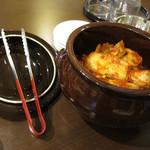 韓国料理 ソウル - テーブルの上のキムチ