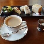 シェルボン - 料理写真:●ホットコーヒー 500円(モーニングサービス付き)