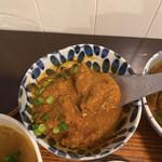 月と亀 - ポークビンダルー。インドでは珍しい豚肉のカレーです。