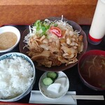 いちだ - 料理写真:豚肉生姜焼定食750円税込 全景