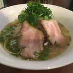 花鳥風月 - 料理写真:黄金ラーメン(塩味)  700円なり