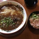 次世代豚骨 笑福 - 料理写真:こってりG塩豚骨 720円+レア塩丼(無料)