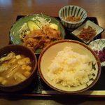 三平酒寮 - しょうが焼き定食 500円