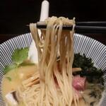 寿製麺 よしかわ - 麺は角を感じる細麺ストレート。