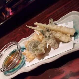 ろばたや - お勧め料理 山菜天ぷら