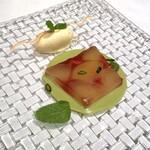 150559143 - 白桃と木苺のテリーヌ