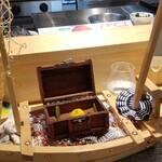150564842 - ⑤フォアグラの蜜柑ゼリー包み                         村上水軍の海賊船を模した演出に宝箱                         その宝箱の中に蜜柑が1つ                         如何にも愛媛らしい演出です