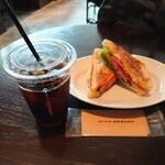 ザ シティ ベーカリー バー アンド バーガー ルービン - BLTとアイスコーヒー