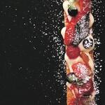 アクアリウムダイニング銀座ライム - 苺のロングミルフィーユ