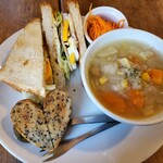 150570745 - 野菜たっぷりフォカッチャサンドとスープ(スープ大)