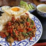マイペンライ - パッカパオ大盛 「タイ人の辛さ」 かなり辛いです