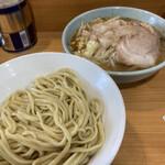 ラーメン二郎 - つけ麺(麺少なめ、アブラ、ニンニク)