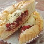 自家製パン 小麦ハウス - 料理写真:サルサ味のトマトパン 170円