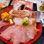 新潟本町 鈴木鮮魚 - 料理写真:海鮮丼上(1650円)