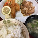 下町厨房 矢車 - 料理写真:B定食(生姜焼&エビ、サケフライ)800円
