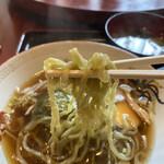 南海園 - 醤油ラーメンのこの麺は本当に美味しい