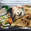 賑輪園 - 料理写真:おかず盛り沢山のお弁当です。+白米パックがつきます。
