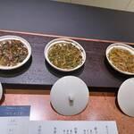 一笑 - お湯を注いで、お茶の香りを確かめるんです。