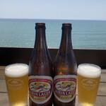 魚見亭 - 相模湾を一望できる絶景とともに味わうビールは最高すぎる、ビンビール中693円