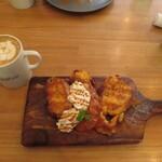 Ωcafe - 特製フレンチトースト(キャラメルソース)とカフェラテ