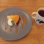 Ωcafe - コシヒカリのベイクドチーズケーキとローズヒップピーチティー
