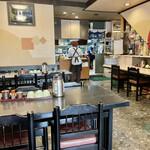 食堂もり川 - 開店直後で戦争になる前の静かな店内 さあこれからお腹を空かせた客がたくさん入ってきますよ