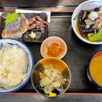 食堂もり川 - ワイフの金華鯖と茄子の揚げ出し定食にはなぜか蛍烏賊が ラッキーだw