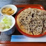 うるし亭 - 料理写真:もりそば¥650 左上は旬のうど(これがまた美味しかった)
