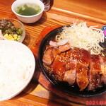 食堂 肉左衛門 - トンテキ 400g 1300円(税込)