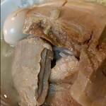 ラーメン二郎 - 豚が肉厚でボリューミー(笑)