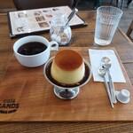 カフェ サンズ - カスタードプリンとホットコーヒー
