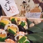 15063600 - 伊勢丹地下の吉兆「ふきよせ寿司赤飯入り」