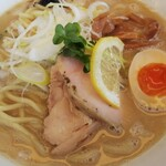 麺や ようか - 鶏塩白湯麺 大盛(税込900円)