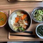 Nepal in Sonamu - プルコギ丼、ベジカレー