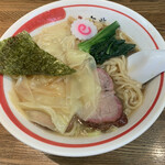 150641194 - ワンタン麺 900円