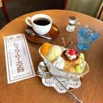大正館 - プリンアラモード(680円) ブレンドコーヒー(600円)