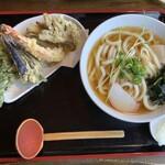 手打ちうどん 自遊席 - 季節の天ぷら関西出し1230円