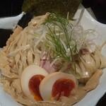 鶏Soba 座銀 -  鬼にぼしつけSoba(麺大盛) 燻製玉子、麺側のup