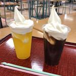 COCO - ドリンク写真:オレンジフロートとコーヒーフロート